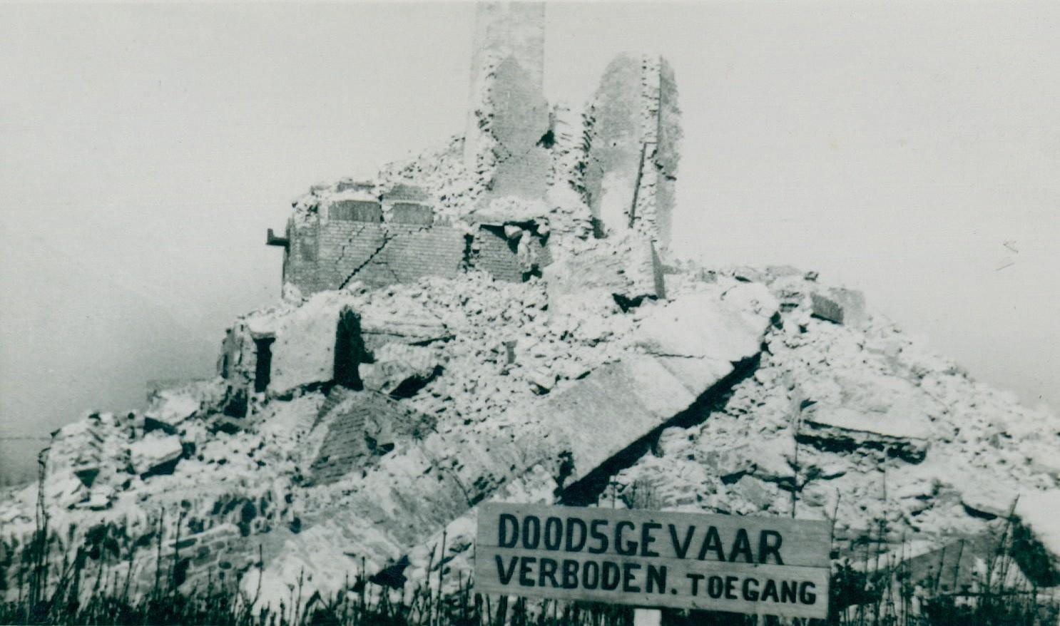 Ruïnes van de IJzertoren (c) ADVN, VFAY50