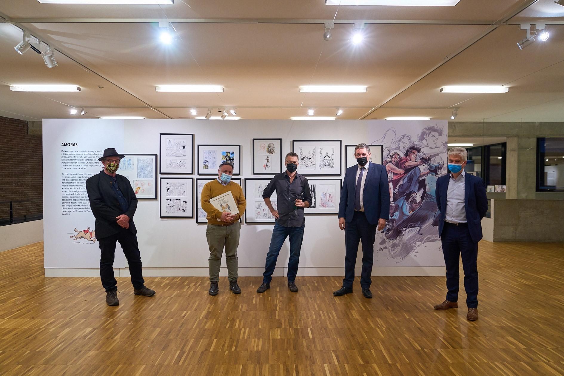 Jeroen Janssen (Bronzen Adhemar 2018), Marc Van Ranst, Charel Cambré, Jan Jambon en Bart Wuyts (voorzitter Stripgids) - Foto Britt Guns-RV